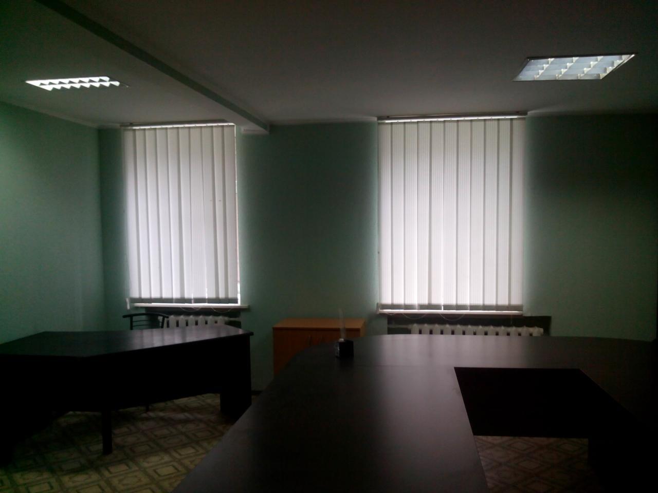 Продам офис в многоквартирном доме Киев, Гончара Олеся ул. 3