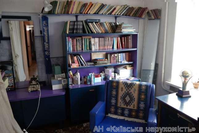 Продам квартиру Киев, Малокитаевская ул. 3