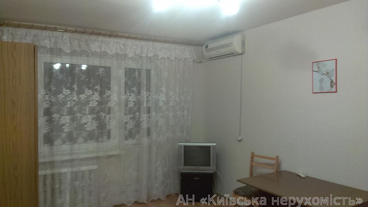 Продам квартиру Киев, Автозаводская ул. 2