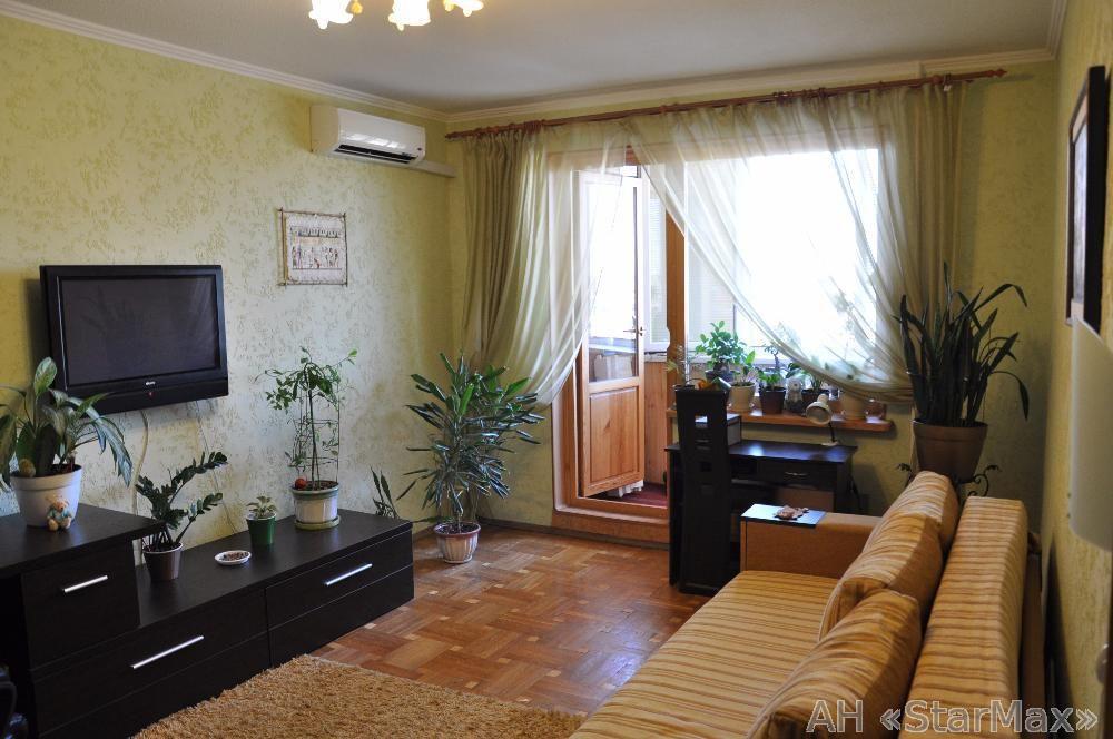 Продам квартиру Киев, Радунская ул. 4