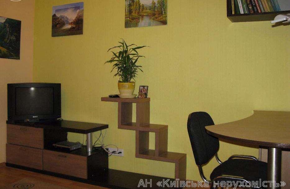Продам квартиру Киев, Полярная ул. 4