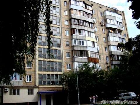 Продам квартиру Киев, Новоукраинская ул. 3