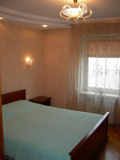 Продам квартиру Киев, Радунская ул. 2