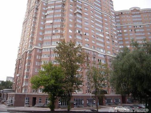 Продам квартиру Киев, Голосеевская ул. 3