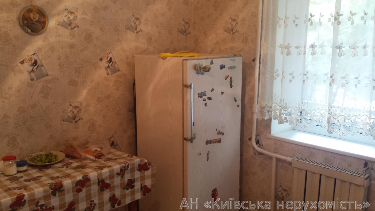 Продам квартиру Киев, Наумова Генерала ул. 3
