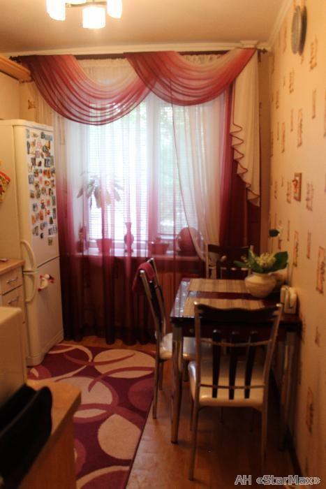 Продам квартиру Киев, Татарская ул. 4