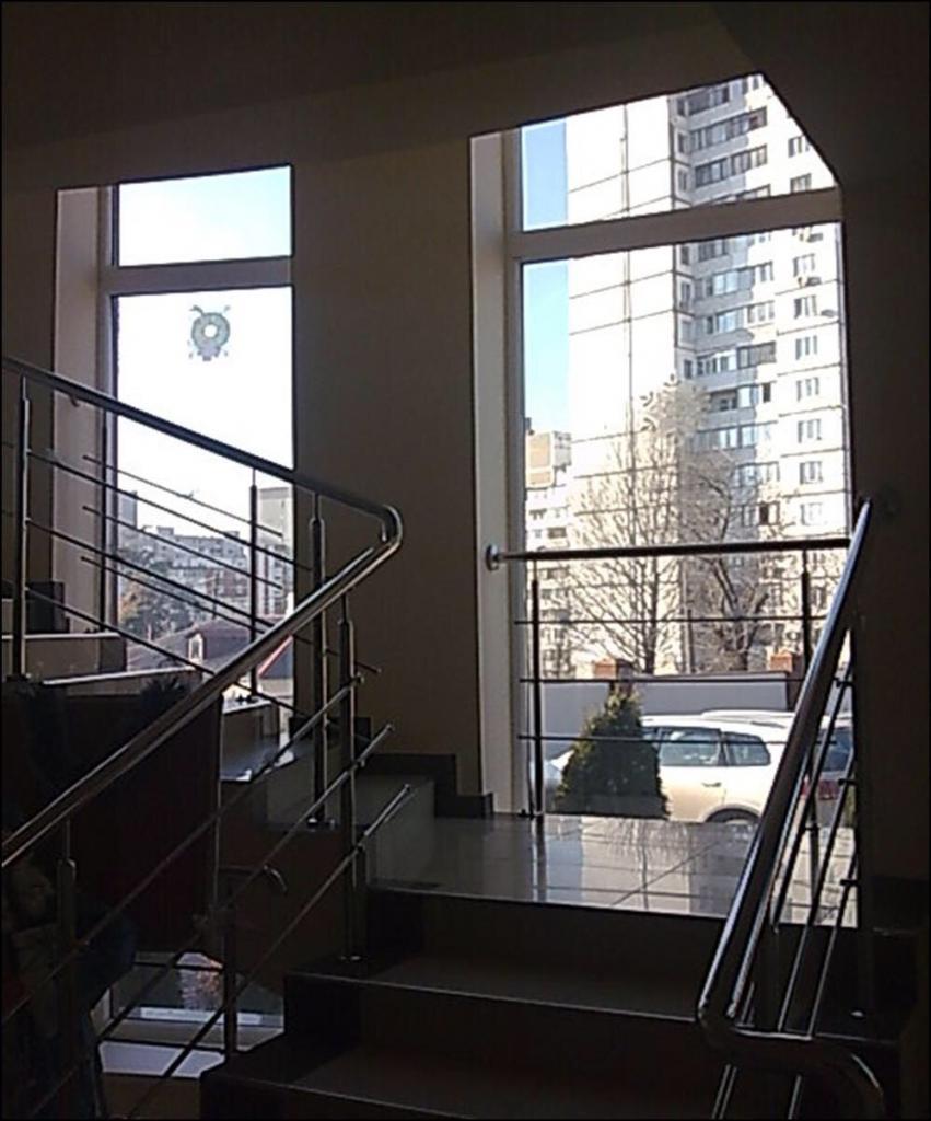 Продам офисное здание Киев, Полевая ул. 4