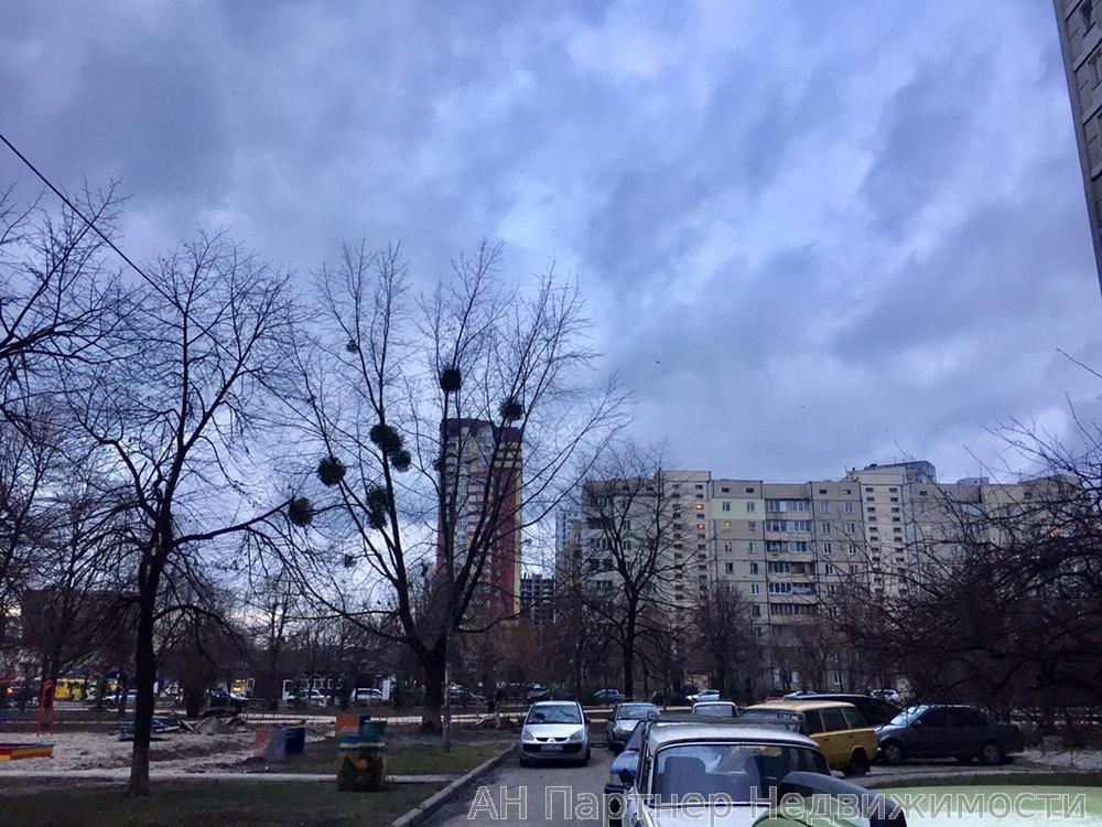 Продам офис в многоквартирном доме Киев, Харьковское шоссе 4