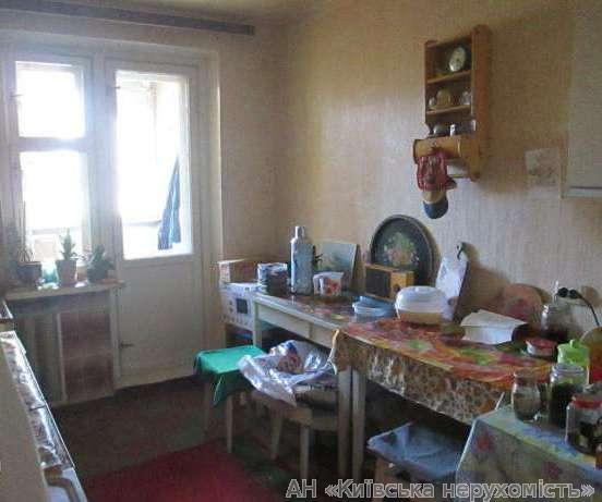 Продам квартиру Киев, Святошинская ул. 3