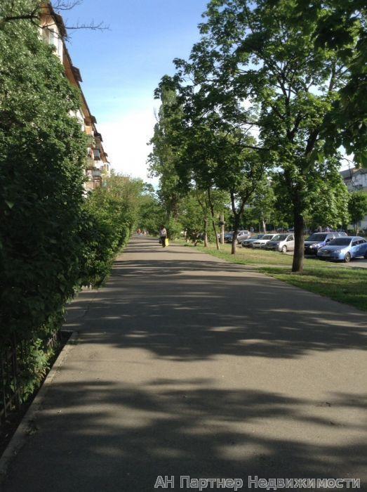 Фото 2 - Продам квартиру Киев, Красноткацкая ул.