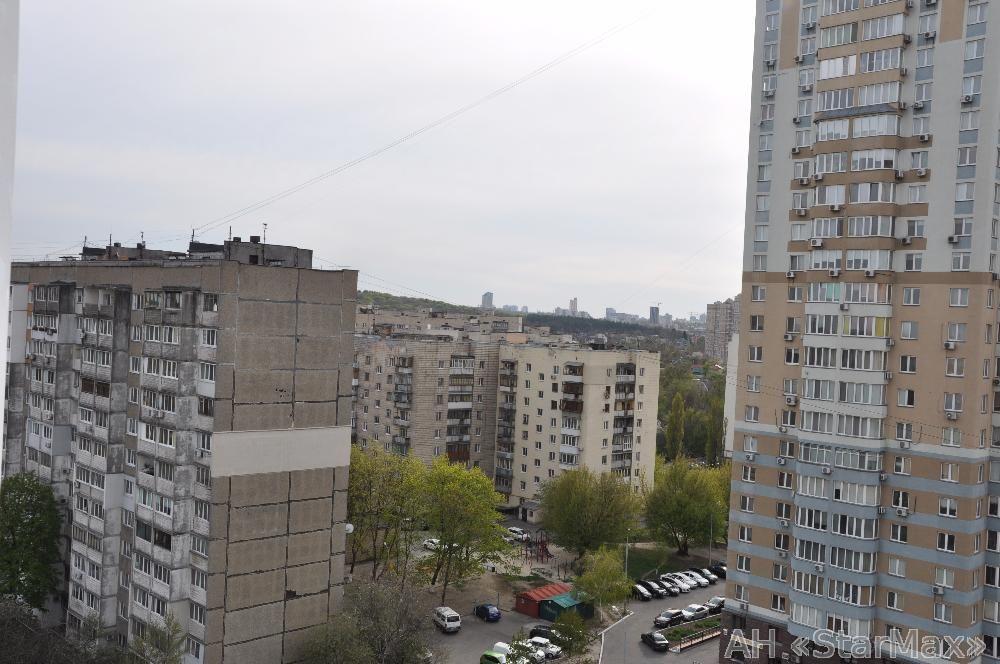 Продам квартиру Киев, Феодосийская ул. 4
