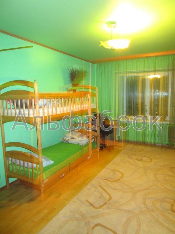 Продам квартиру Киев, Олевская ул. 2
