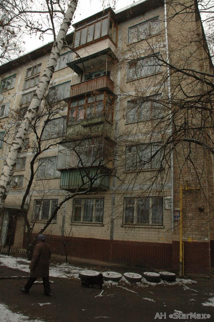 Продам квартиру Киев, Карбышева Генерала ул. 4