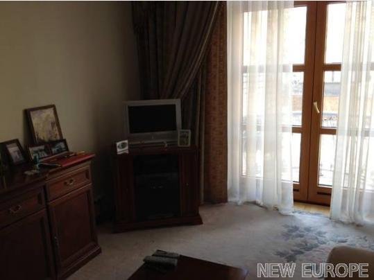 Продам офис в многоквартирном доме Киев, Шелковичная ул. 5