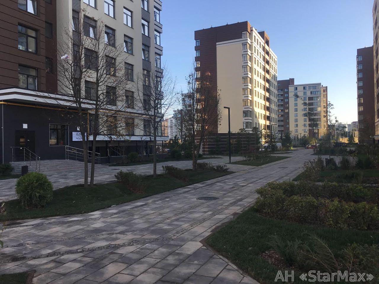 Продам торговое помещение Киев, Практичная ул.