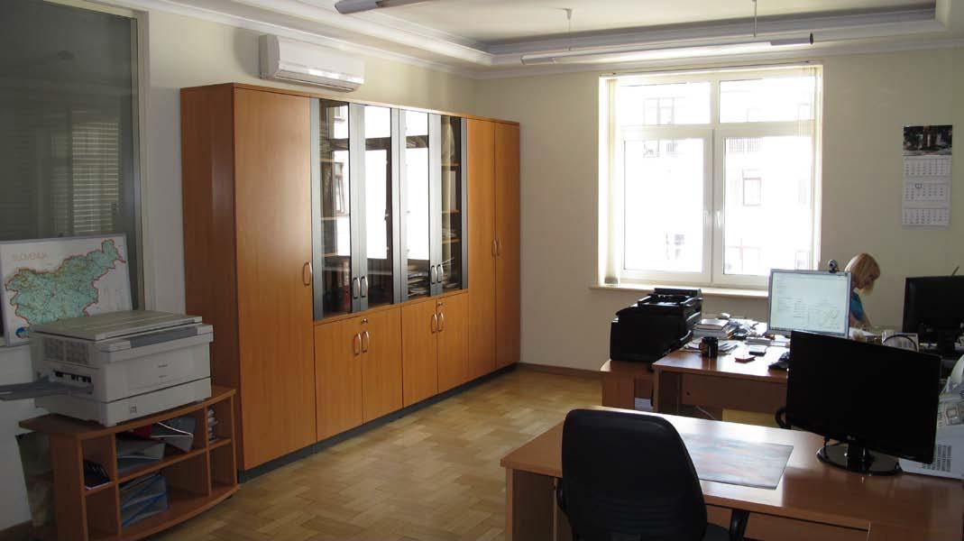 Продам офис в многоквартирном доме Киев, Щекавицкая ул. 3