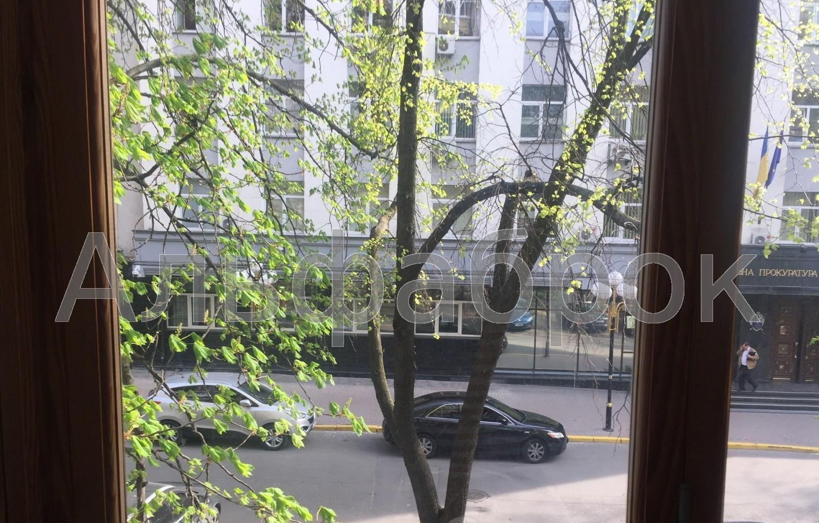 Продам квартиру Киев, Ризницкого ул. 2