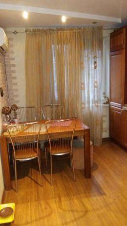 Продам квартиру Днепропетровск, Березинская ул. 5