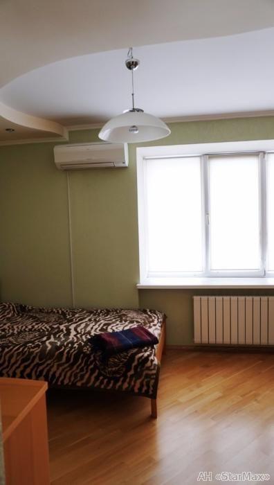 Продам квартиру Киев, Леси Украинки бул. 4