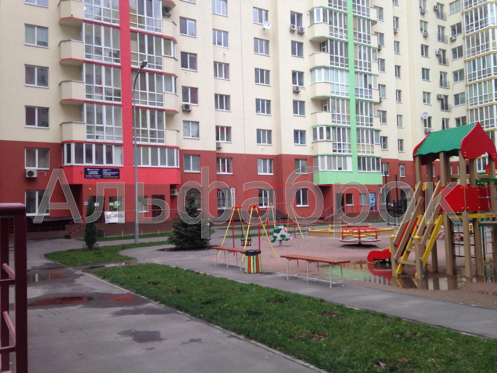 Продам торговое помещение Киев, Комбинатная ул.