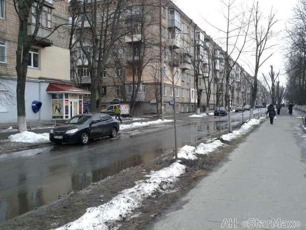 Продам торговое помещение Киев, Искровская ул. 5