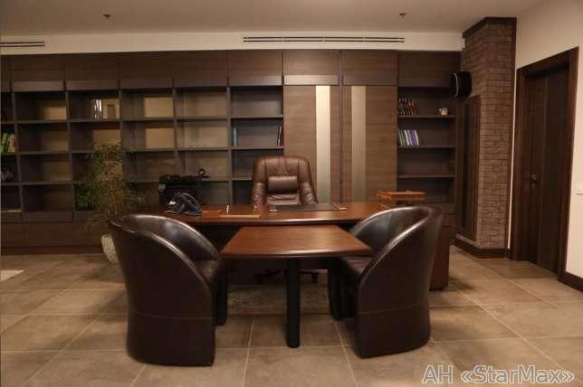 Продам офис в многоквартирном доме Киев, Хмельницкого Богдана ул. 2