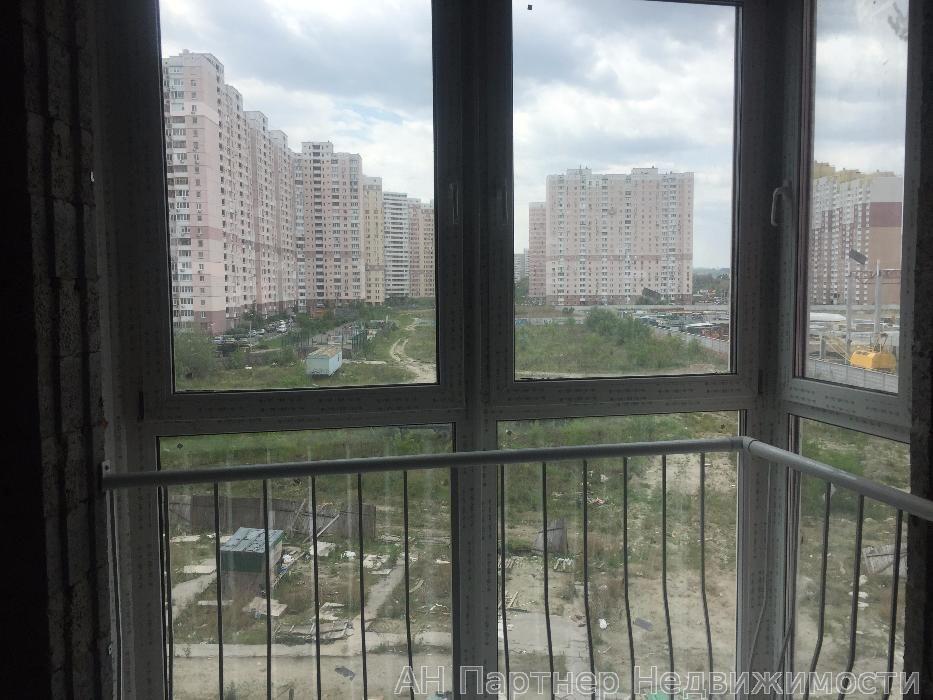Продам квартиру Киев, Драгоманова ул. 2