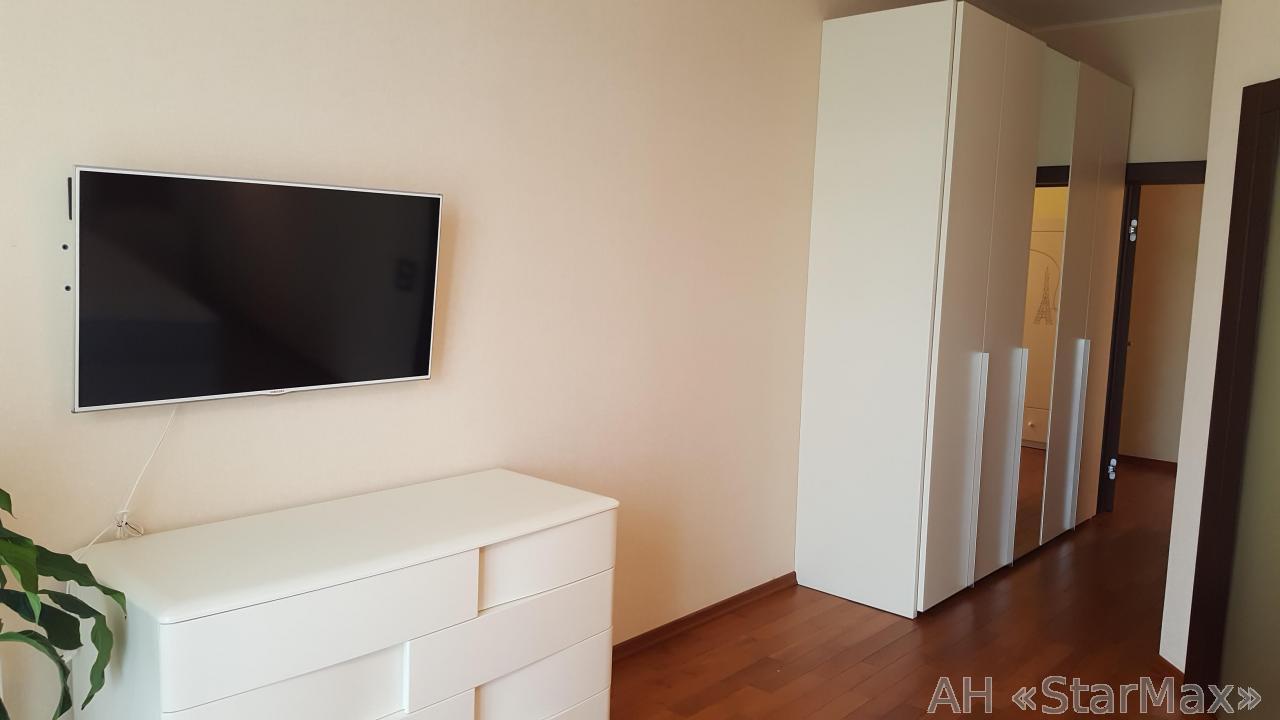 Продам квартиру Киев, Лисичанская ул.