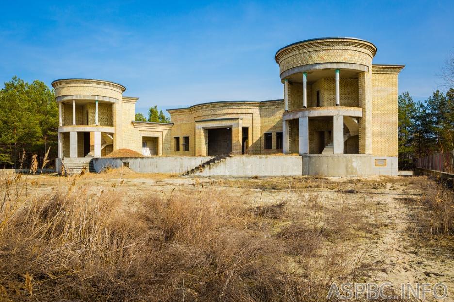Продам дом недострой Обухов 4