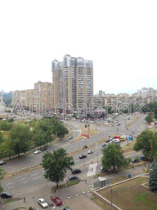 Продам квартиру Киев, Луначарского ул. 4
