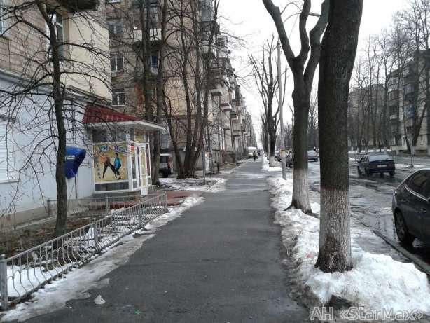 Продам торговое помещение Киев, Искровская ул. 3