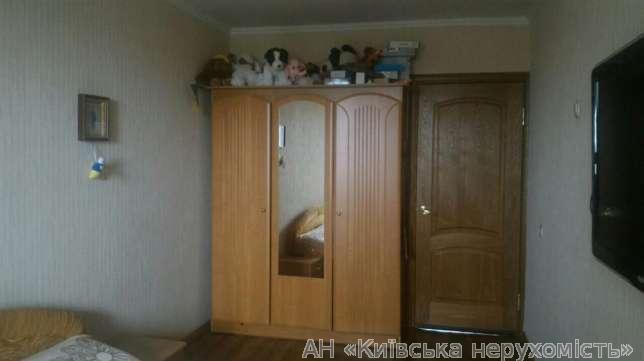 Продам квартиру Киев, Приречная ул. 2