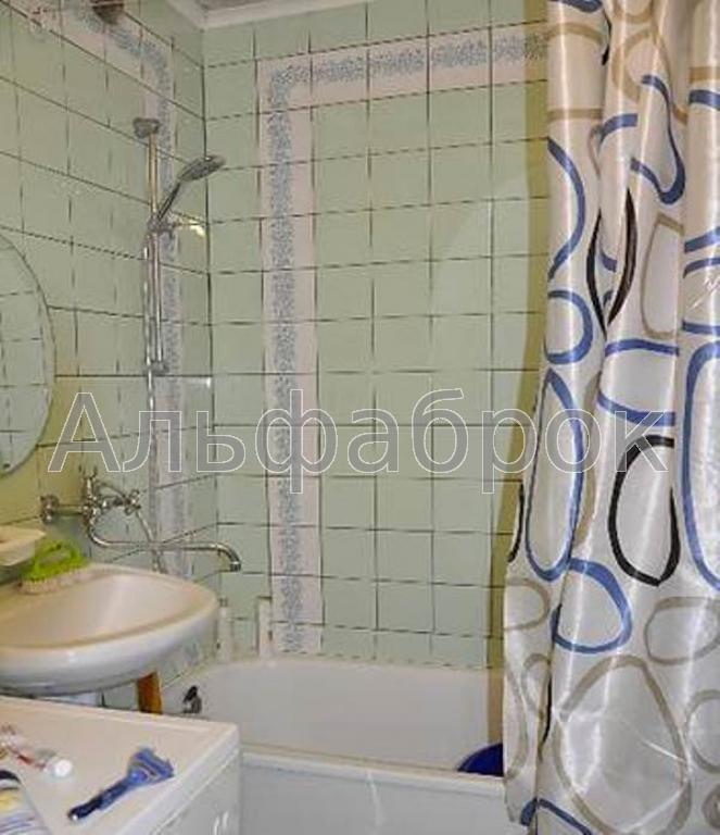 Продам квартиру Киев, Бориспольская ул. 4