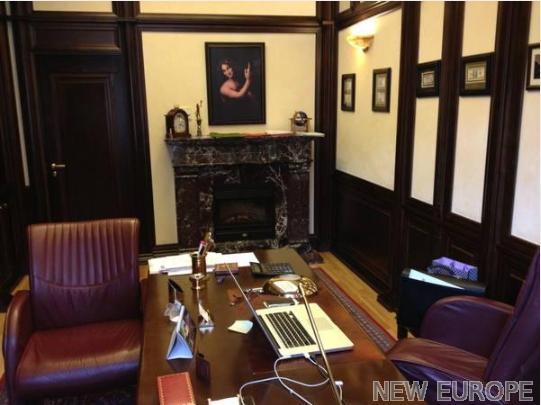 Продам офис в многоквартирном доме Киев, Шелковичная ул. 4