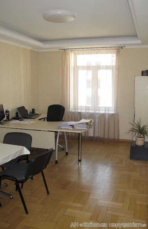 Продам офис в многоквартирном доме Киев, Щекавицкая ул. 2