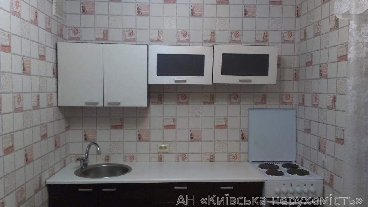 Продам квартиру Киев, Автозаводская ул. 5