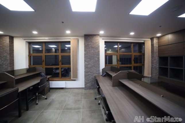 Продам офис в многоквартирном доме Киев, Хмельницкого Богдана ул. 5