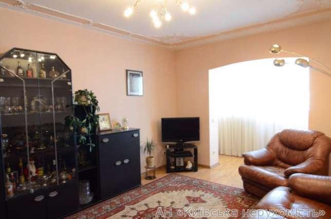 Продам квартиру Киев, Ирпенская ул. 3