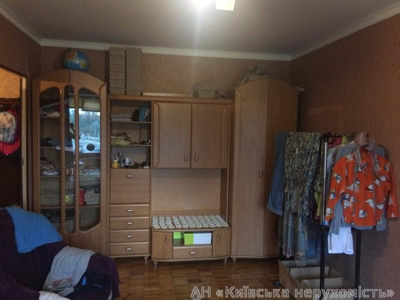 Фото 2 - Продам квартиру Киев, Приозерная ул.