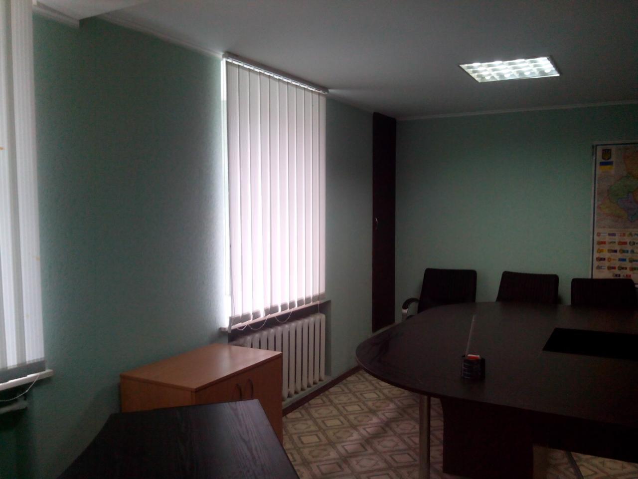 Продам офис в многоквартирном доме Киев, Гончара Олеся ул. 4
