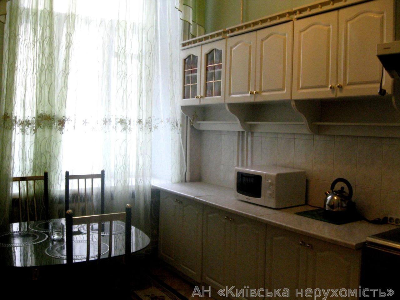 Продам квартиру Киев, Костельная ул. 3